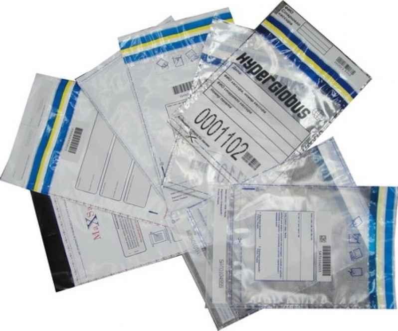 Envelope adesivo para correspondência feito de plástico