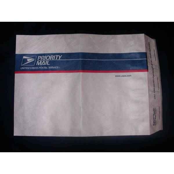Envelope com aba adesiva de correio