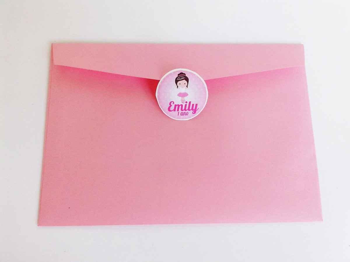 Envelope com adesivo personalizado