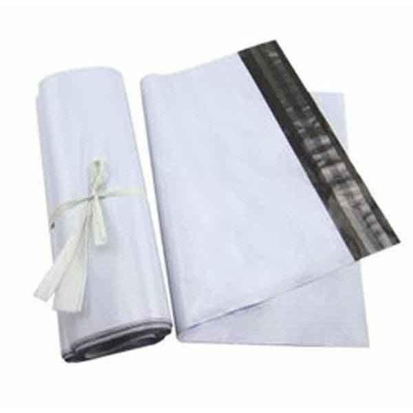 Envelope com fita adesivas