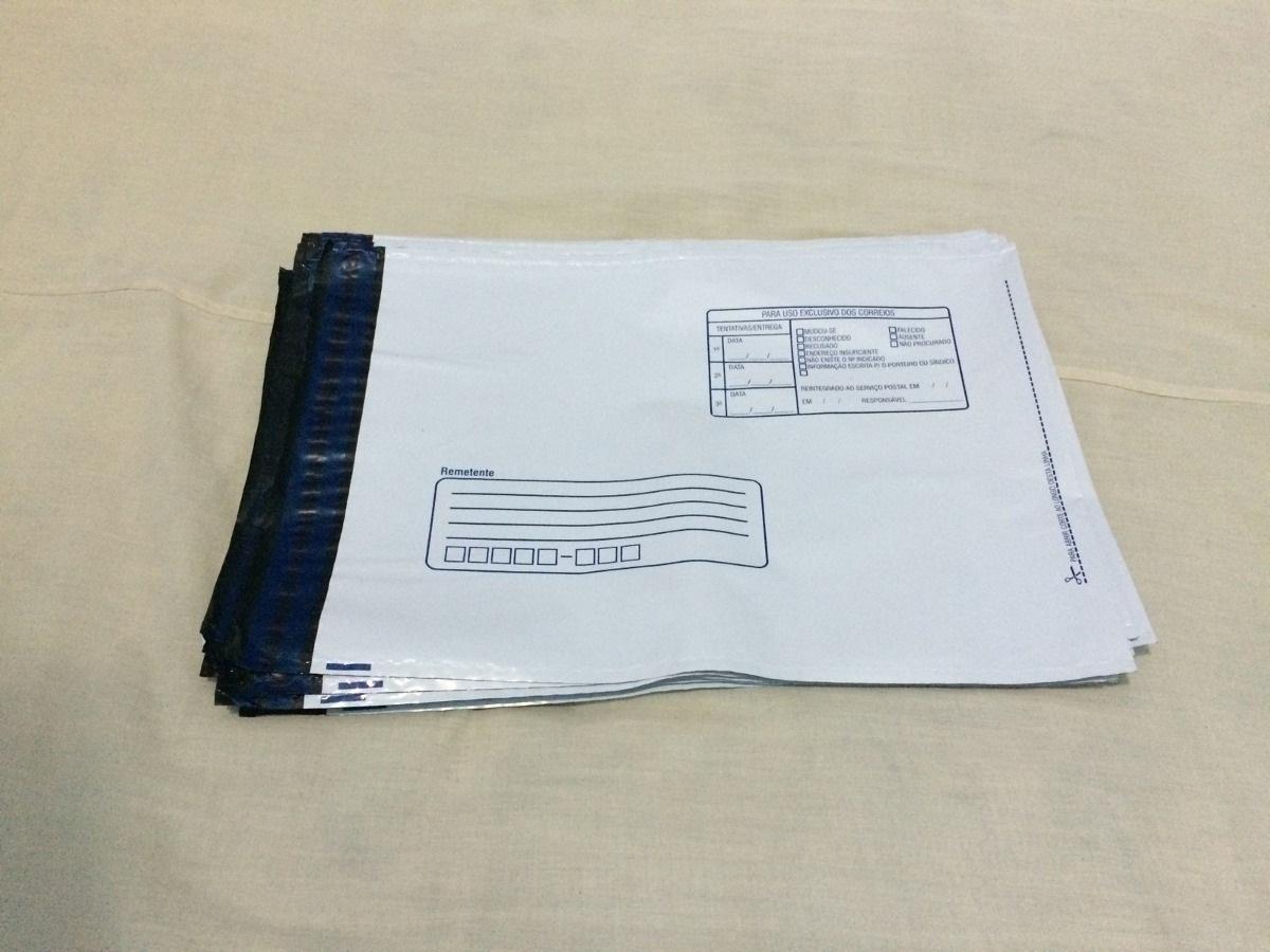 Envelope com remetente e destinatário