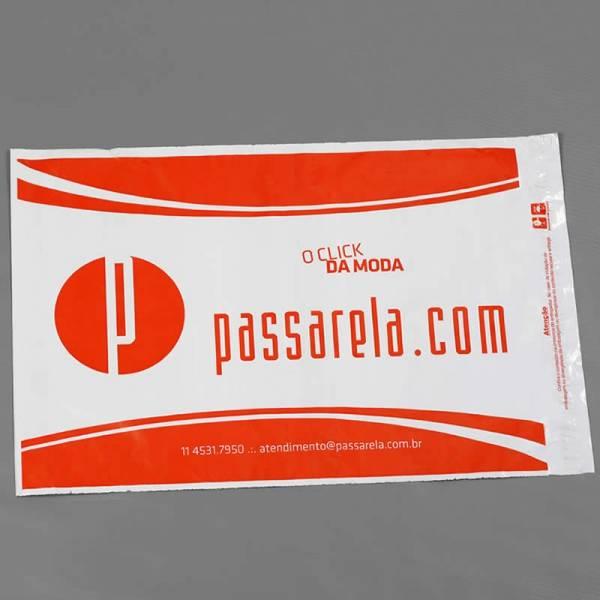 Envelope de correio com aba adesiva
