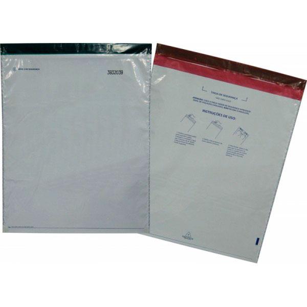 Envelope dos correios com adesivos