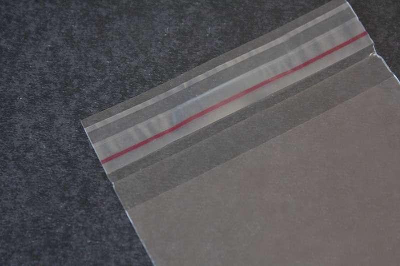 Envelope em plástico com aba adesivada