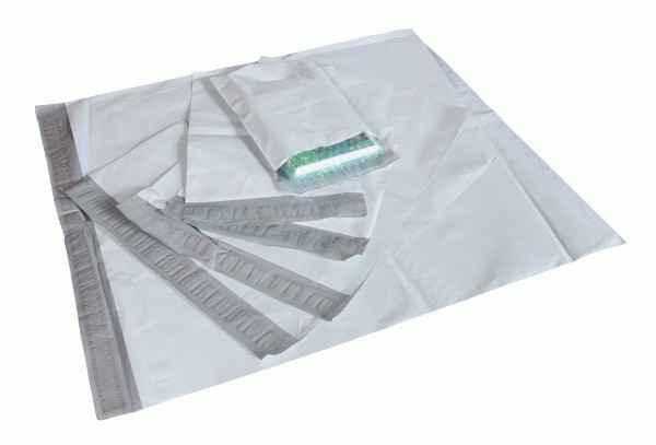 Envelope plásticos com fita adesivadas