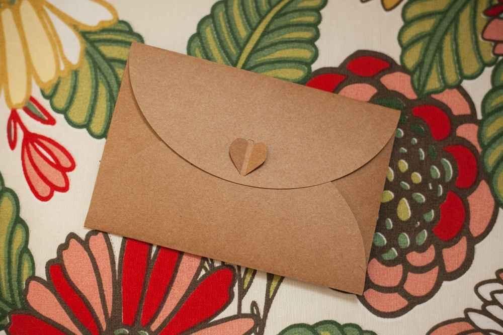 Envelopes com fecho