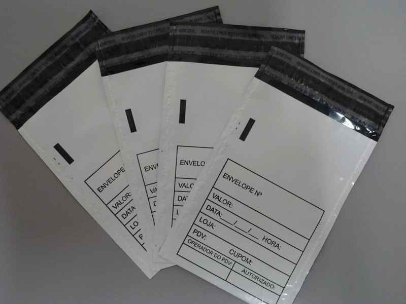 Envelopes plásticos para a sangria de caixa